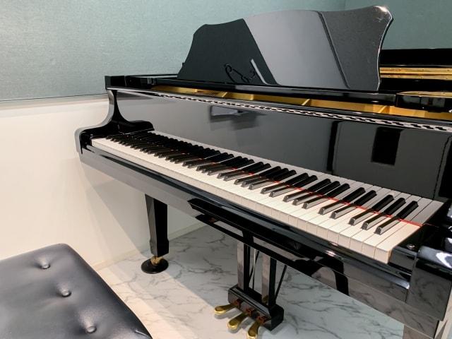 グランドピアノと電子ピアノの違いについて