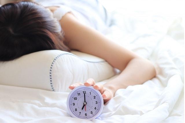 睡眠不足による健康リスクと危険性!改善のための重要なポイントと項目