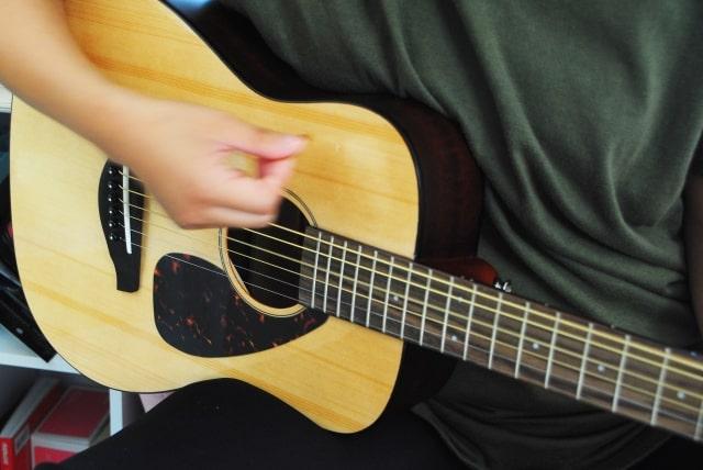 アコースティックギター弦人気おすすめ4選と弦の種類について