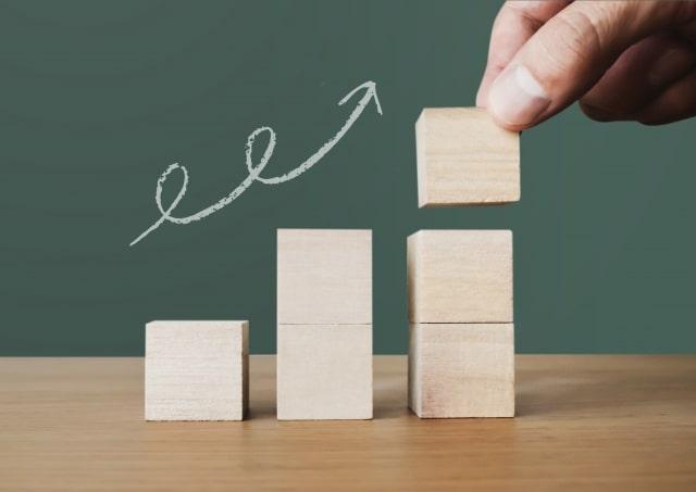 ムダな浪費を減らして自己投資を増やすことで将来の安定や豊かさにつながる